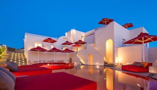 Ενα ξενοδοχειο, βαφει κοκκινη την πισινα του και ξεχωριζει απο τον ανταγωνισμο!