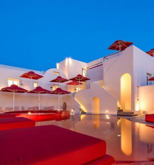 red pool santorini