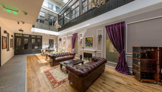 Ενα Hotel Lobby που θα ηθελε να ειναι αιθριο!
