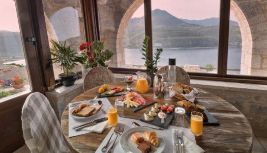 5 ξενοδοχεια στην ελλαδα που σερβιρουν εξαιρετικο παραδοσιακο πρωινο!
