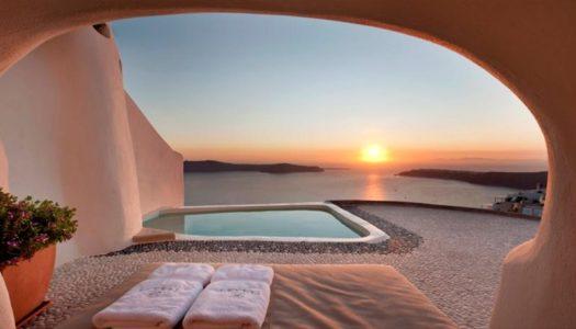 """Γιατι ενα """"natural"""" ξενοδοχειο στη Σαντορινη αποτελει παραδειγμα τοπικης εμπειριας και πολυτελειας"""