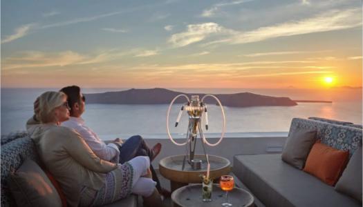 Ενας ξενοδοχος στη Σαντορινη παρουσιαζει τη mix & match oriental εμπειρια του καταλυματος του
